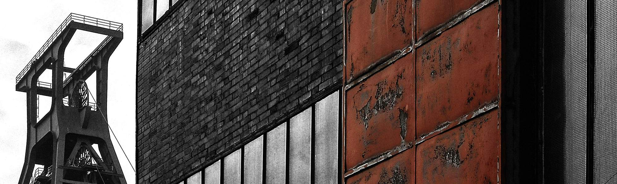 Förderturm der Zeche mit Gebäude
